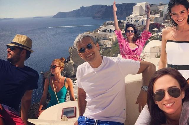 As férias de Bruna Marquezine e Marina Ruy Barbosa na Grécia motivaram mil brincadeiras que viralizaram nas redes sociais. (Foto: Reprodução)