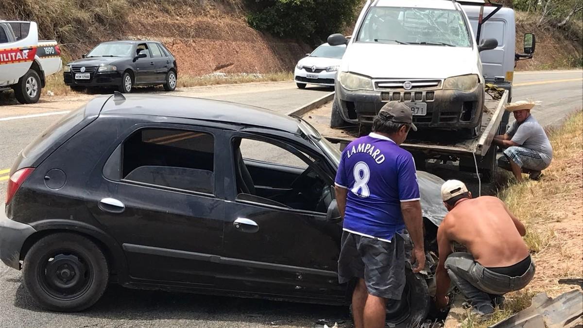 Acidente envolvendo dois carros deixa feridos na rodovia PB-008 no Conde