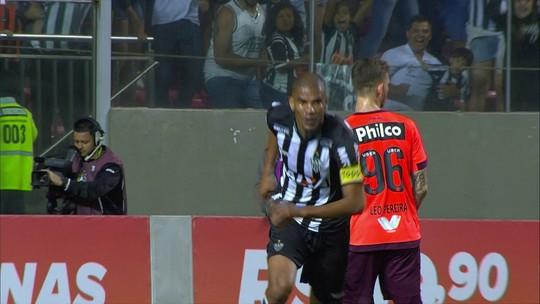 Léo Silva volta a empatar com Réver como zagueiro que mais fez gols na história do Campeonato Brasileiro