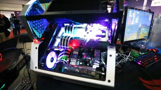 Campus Party tem PCs 'tunados' de até R$ 70 mil, 'voo' de asa delta e mais; VÍDEOS