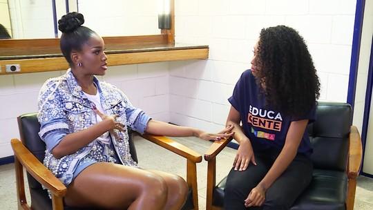 IZA dá conselhos para fã nos bastidores do 'Essa Música É Minha': 'Me vi em você'