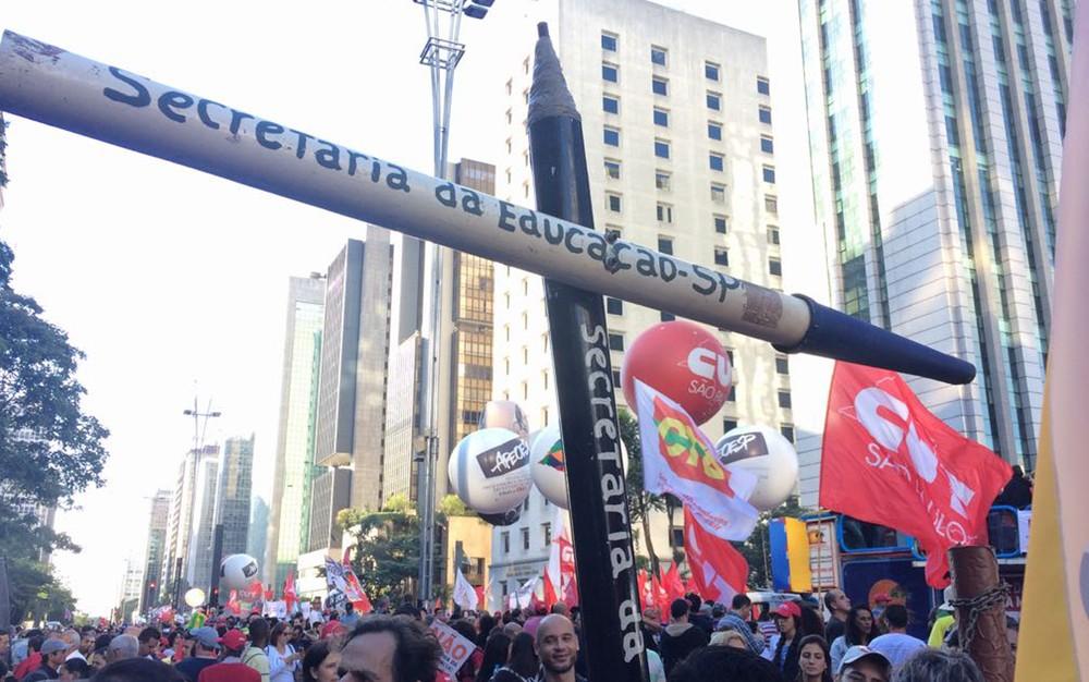 Protesto é contra a reforma trabalhista e Previdência. Professores também protestam contra os cortes na educação  (Foto: Paulo Toledo Piza/G1)