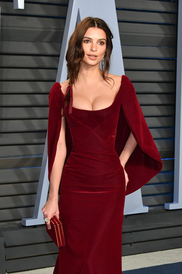 BEVERLY HILLS, CA - MARCH 04:  Belvedere Ambassador Emily Ratajkowski attends the 2018 Vanity Fair Oscar Party hosted by Radhika Jones at Wallis Annenberg Center for the Performing Arts on March 4, 2018 in Beverly Hills, California.  (Photo by Dia Dipasup (Foto: Getty Images)