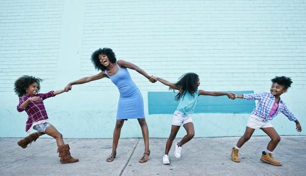 Como comemorar o Dia das mães em quarentena (Foto: Getty Images )