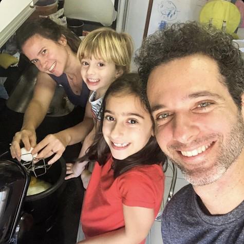Mouhamed Harfouch com a família (Foto: Arquivo pessoal)
