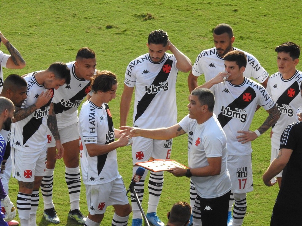 Marcelo Cabo tem o apoio do elenco do Vasco — Foto: Fred Gomes