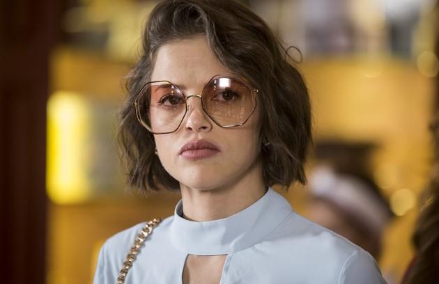 Na terça (11), Jô (Agatha Moreira) mentirá para Maria da Paz e conseguirá tirar dela o dinheiro para abrir um studio de fotografia (Foto: TV Globo)