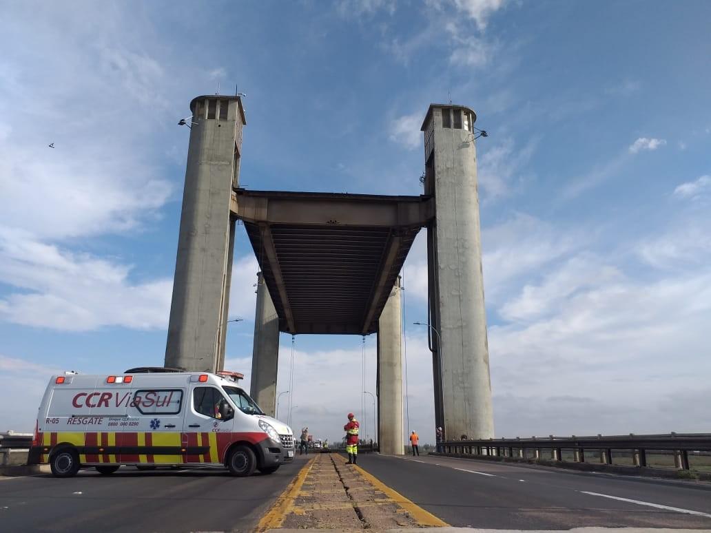 Içamento do vão móvel da Ponte do Guaíba em Porto Alegre é liberado após reparos