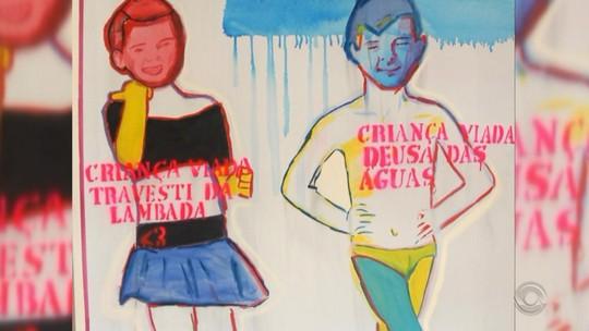 Grupos protestam contra e a favor do cancelamento de exposição sobre diversidade no Santander Cultural