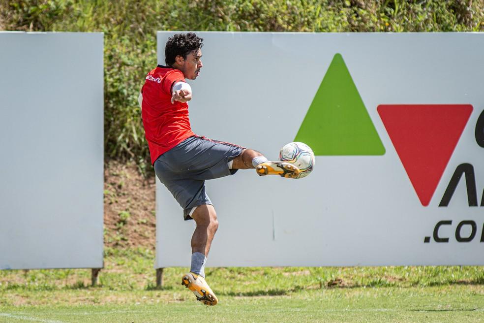 Alisson Farias em treino do Vitória — Foto: Pietro Carpi / Divulgação / EC Vitória