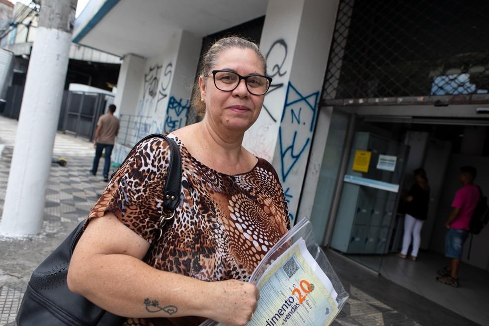 Marili Masoni, de 50 anos, está no processo para pegar a aposentadoria do marido desde setembro  — Foto: Marcelo Brandt/G1