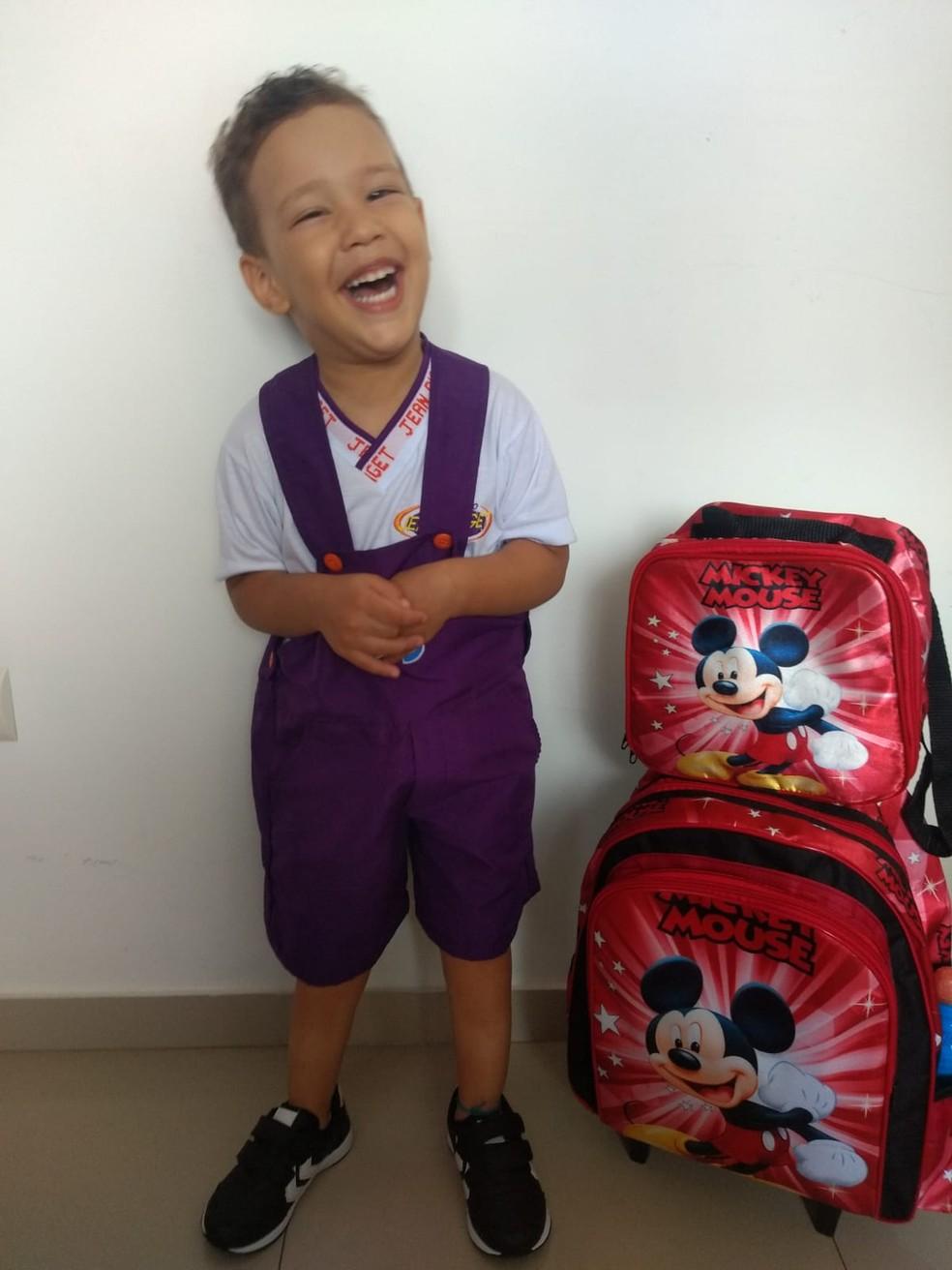 Júlio Coelho Filho, de três anos, é portador de paralisia cerebral espástica — Foto: Arquivo Pessoal