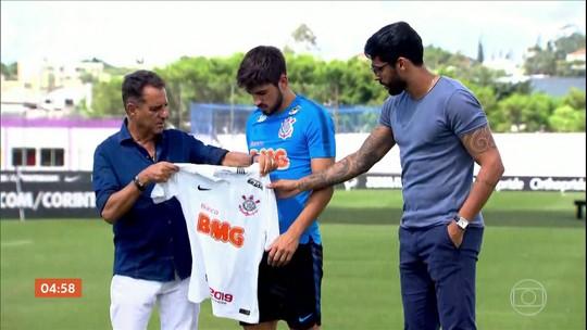 Corinthians apresenta o zagueiro uruguaio Bruno Méndez por cinco temporadas