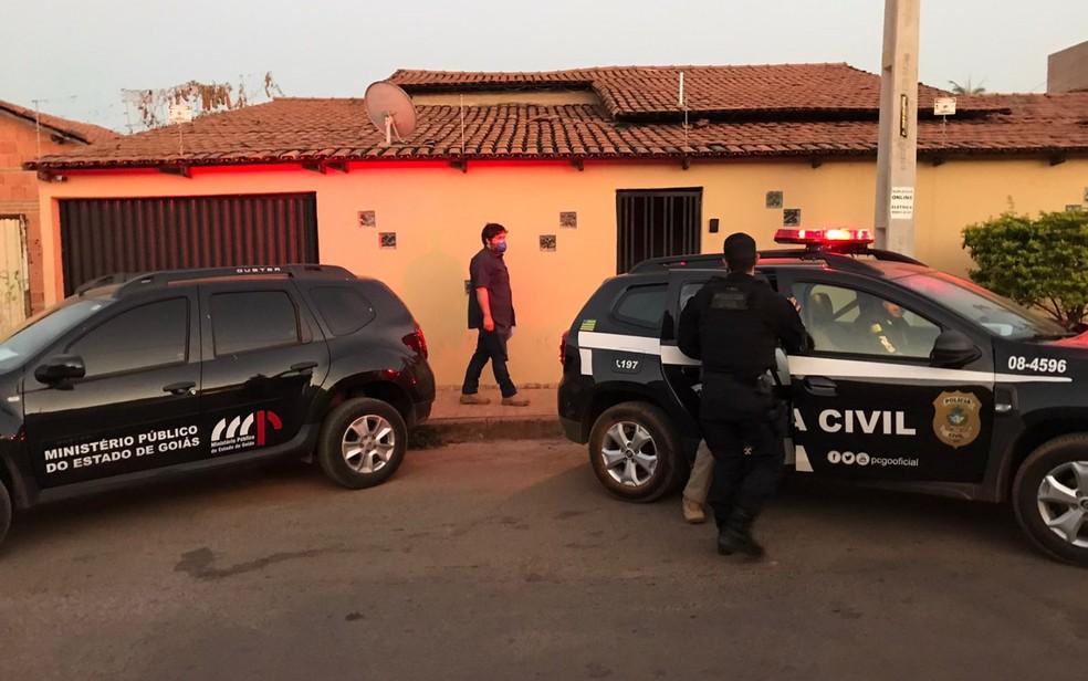 MP e Polícia Civil cumprem busca e apreensão em residência de ex-políticos de Formosa, Goiás — Foto: Reprodução/TV Anhanguera