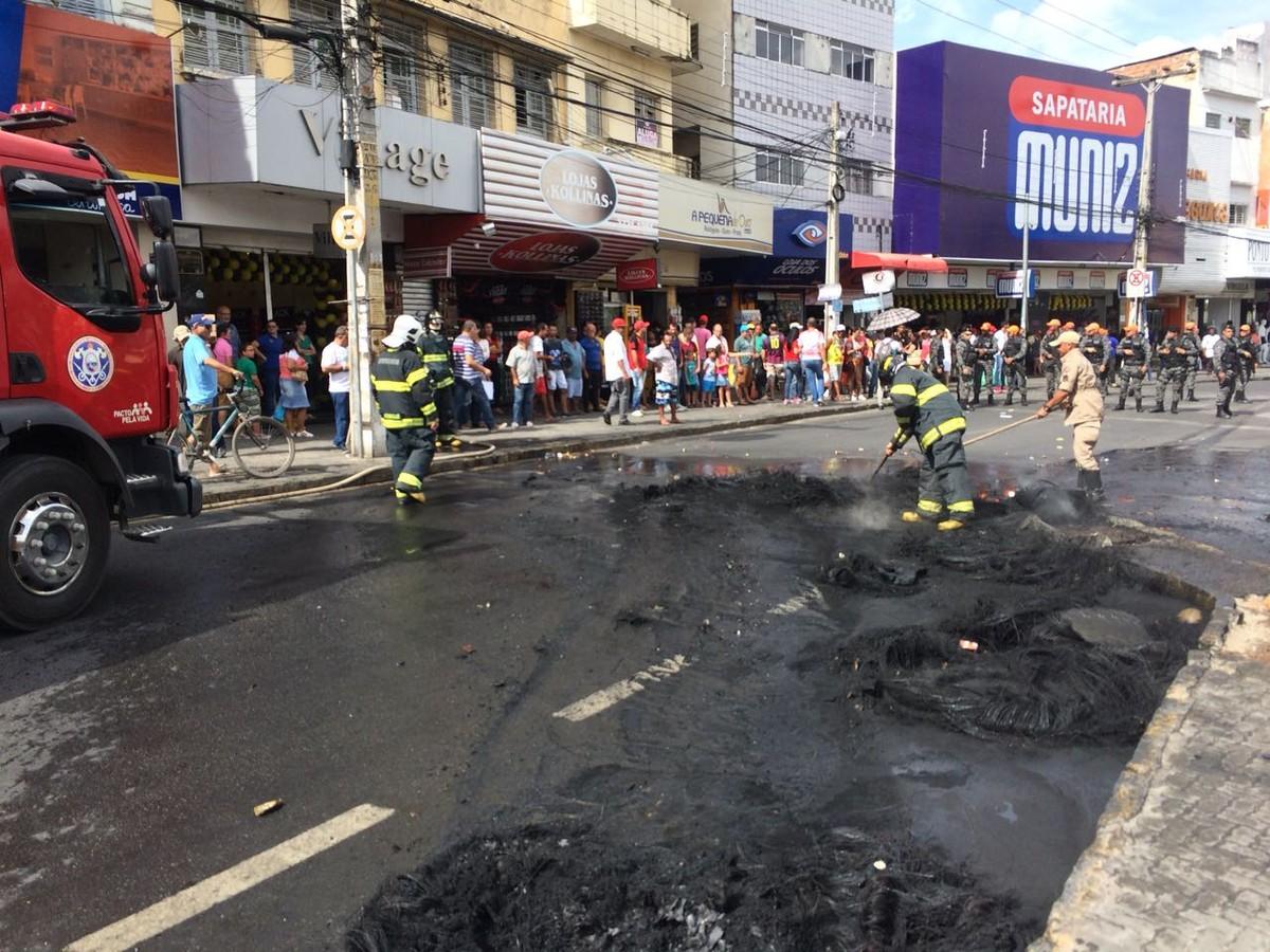 Ambulantes realizam protesto no Centro de Caruaru