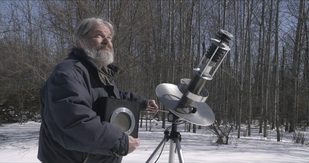 A trajetória dele é tema do documentário 'John à Procura de Aliens' — Foto: Reprodução/Netflix
