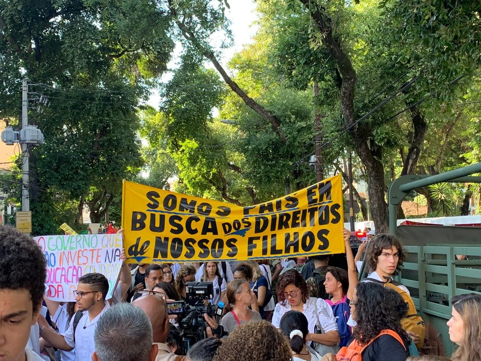 Protesto de alunos, pais e professores de institutos federais participaram de ato na Tijuca e ruas Morais e Silva e São Francisco Xavier estão interditadas — Foto: Fernanda Rouvenat / G1