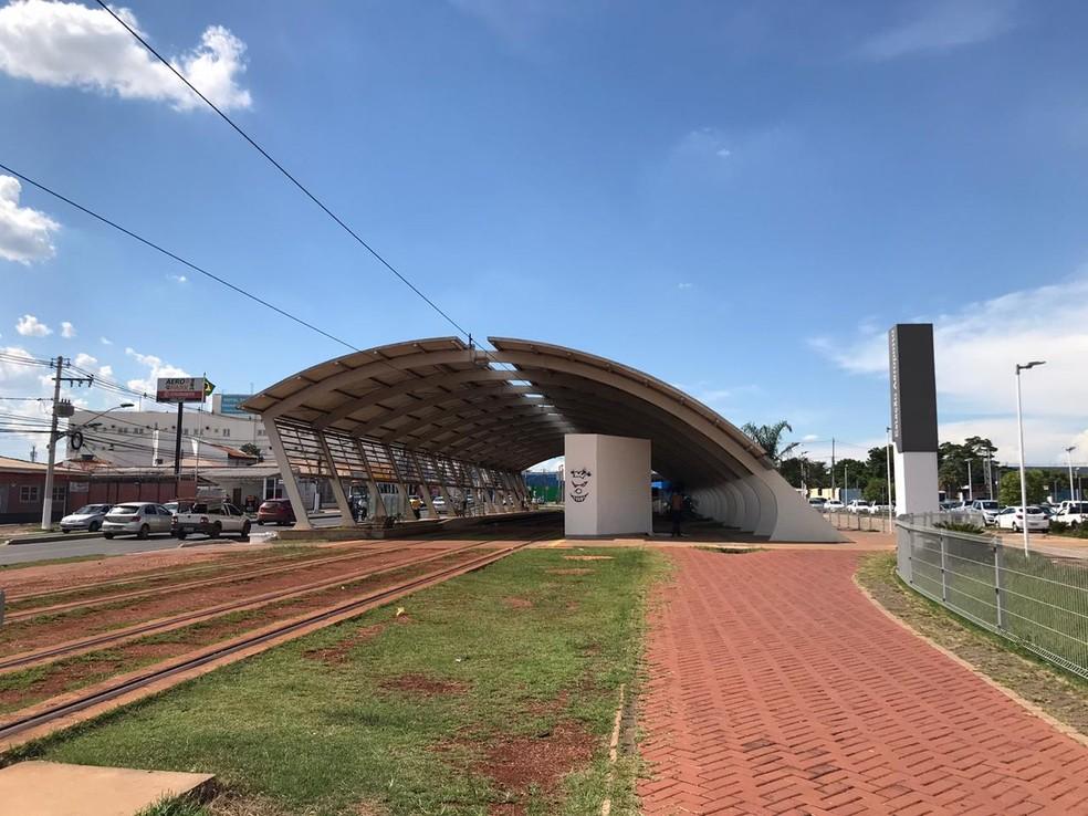 Estação Aeroporto foi a primeira construída e a previsão é que um total de 33 estações fossem construídas — Foto: Kessillen Lopes/G1