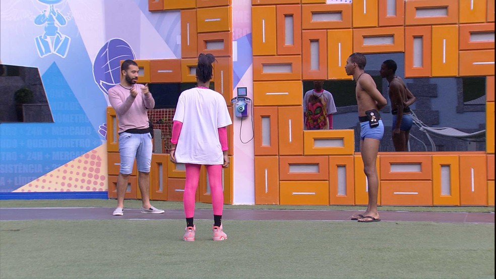BBB21: Brothers especulam sobre o Big Fone — Foto: Globo