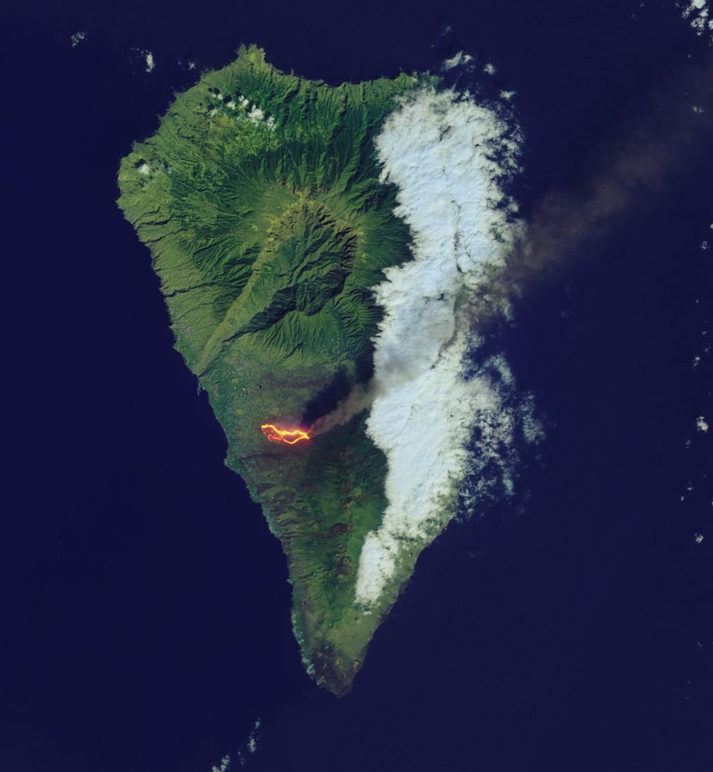 Imagem mostra o rastro da lava em La Palma em 26 de setembro — Foto: Landsat 8/Earth Observatory/Nasa