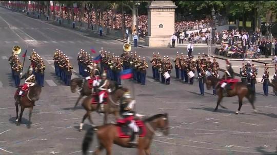 França comemora Dia da Bastilha com desfile militar
