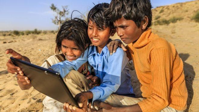 Quase um bilhão de pessoas na Índia não tem acesso à internet (Foto: Getty Images via BBC)