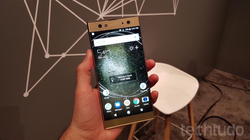 XA2 Ultra tem tela de 6 polegadas e resolução Full HD (Foto: Thássius Veloso / TechTudo)