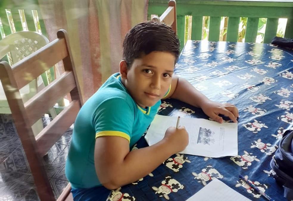 Matheus Macedo Campos morreu após receber descarga elétrica do celular conectado ao carregador — Foto: Arquivo de família