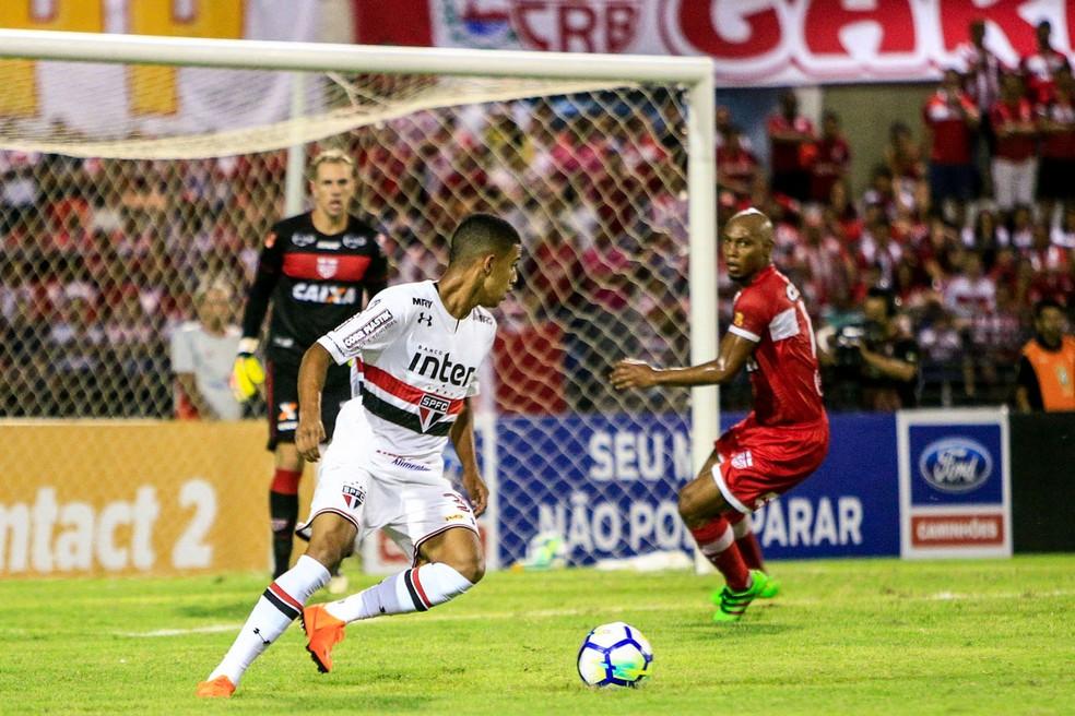 Brenner tem 18 anos e estreou no profissional do São Paulo em 2017 (Foto: Ailton Cruz/Gazeta de Alagoas)