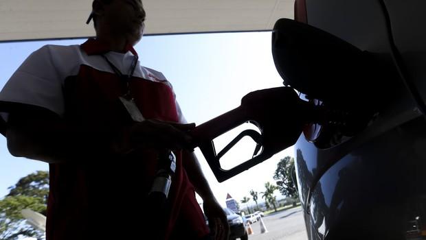 Dia sem Impostos e protesto de caminhoneiros levam filas aos postos - gasolina - diesel - combustível - posto - litros - abastecer (Foto: Marcelo Camargo/Agência Brasil )