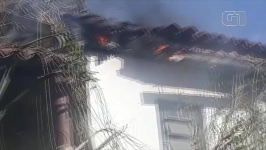 Incêndio atinge casa abandonada em Miracema, no RJ