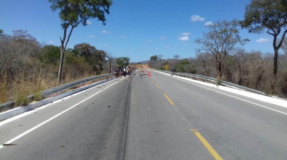 Vítima estava em uma carroça que foi atingida por um caminhão (Foto: Polícia Militar/Divulgação)