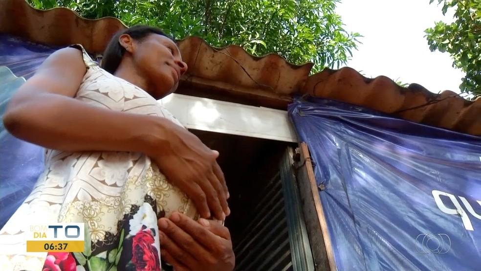 Grávida está há 3 anos na lista de espera pela casa própria — Foto: Reprodução/TV Anhanguera