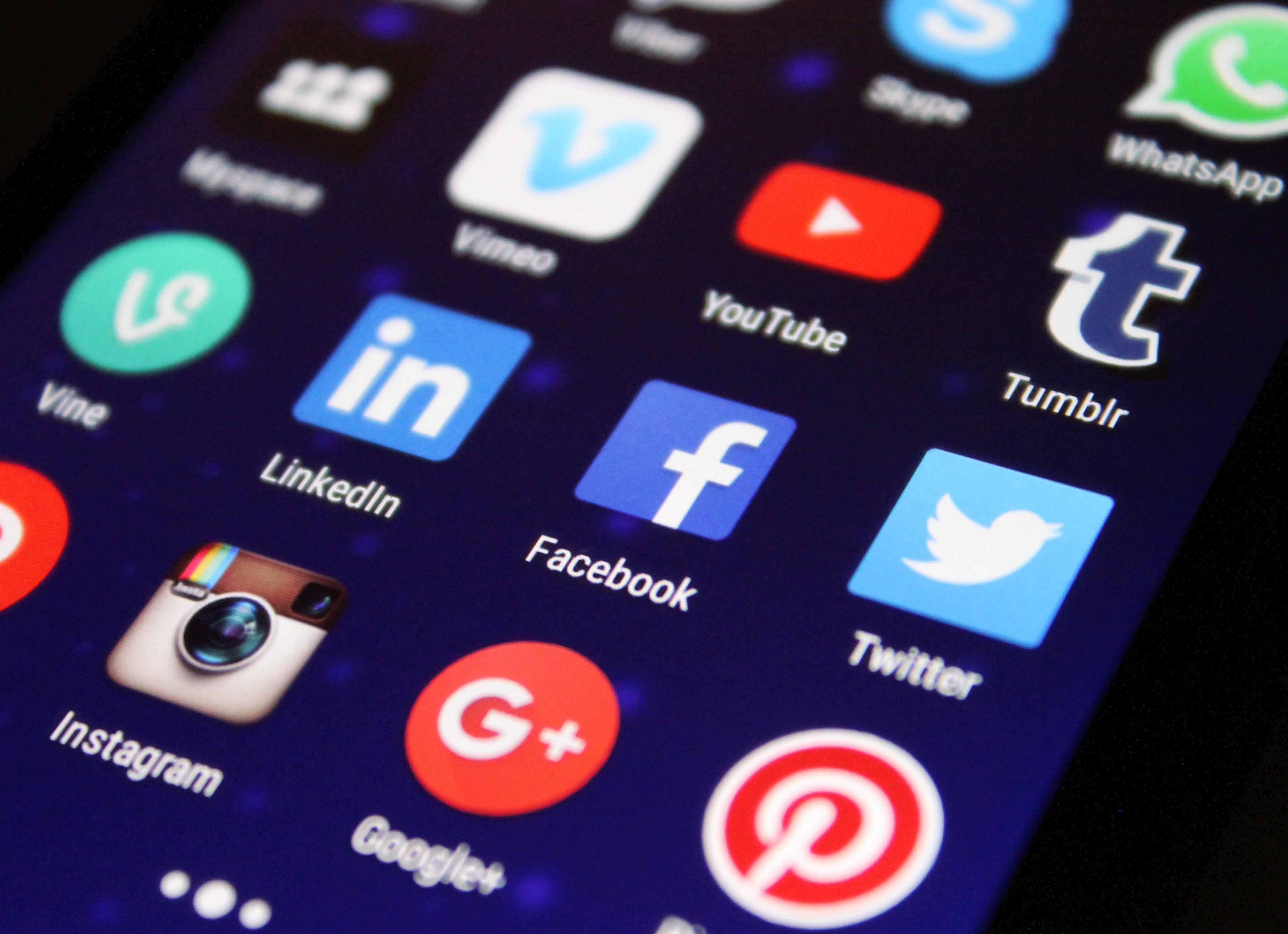 Internautas estão usando mais aplicativos e redes sociais para fazer compras - Notícias - Plantão Diário