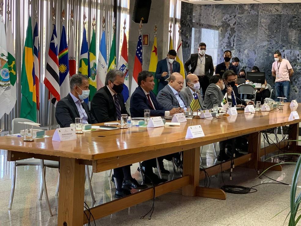 Governadores participam de reunião na manhã de segunda-feira (23) no Palácio dos Buritis, em Brasília — Foto: Alexandre Vieira