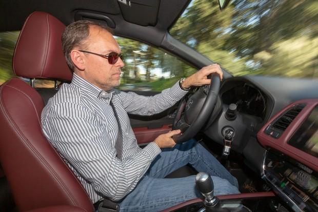 A sensação ao volante continua a ser agradável, mas sem abusos nas curvas (Foto: Divulgação)