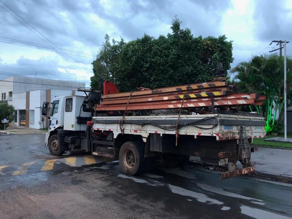 Funcionários foram presos suspeitos de furtarem postes de concessionária de energia para venda em Mato Grosso — Foto: Polícia Civil de Mato Grosso/Divulgação