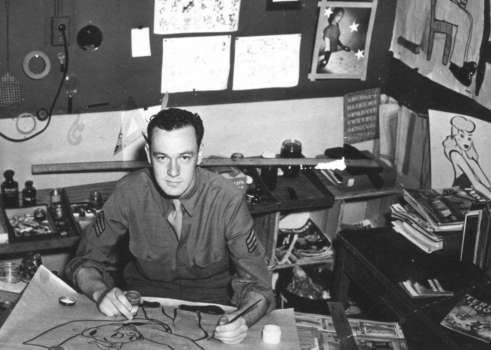 Stan Lee na época em que serviu o Exército dos EUA, nos anos 40, enquanto o país estava na Segunda Guerra Mundial — Foto: Reprodução/Twitter