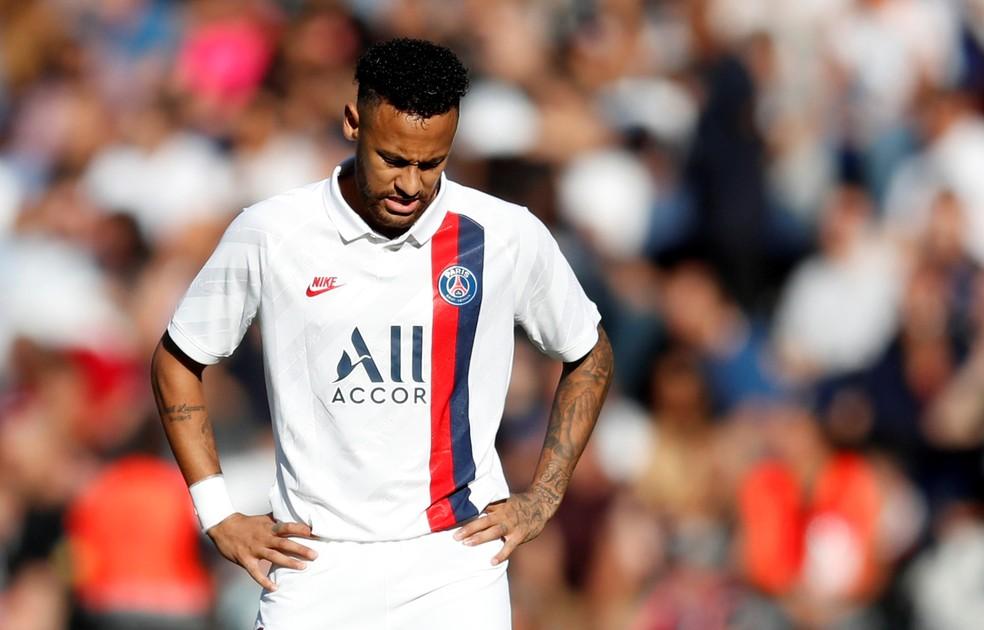 Neymar sente o clima pesado no Parque dos Príncipes — Foto: Reuters