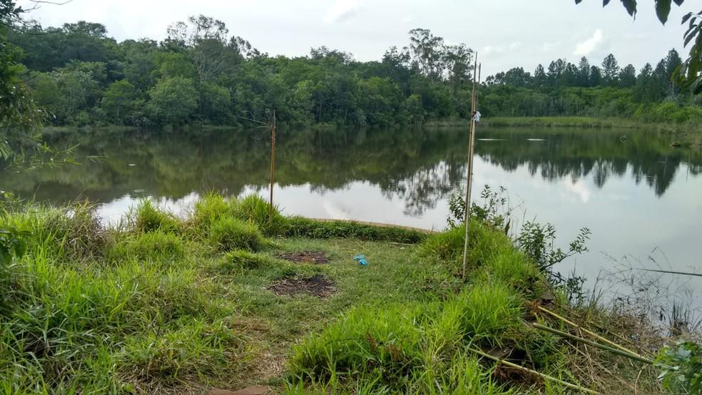 Lagoa fica próxima da Rodovia Comandante João Ribeiro de Barros em Bauru  — Foto: Alan Schneider / TV TEM