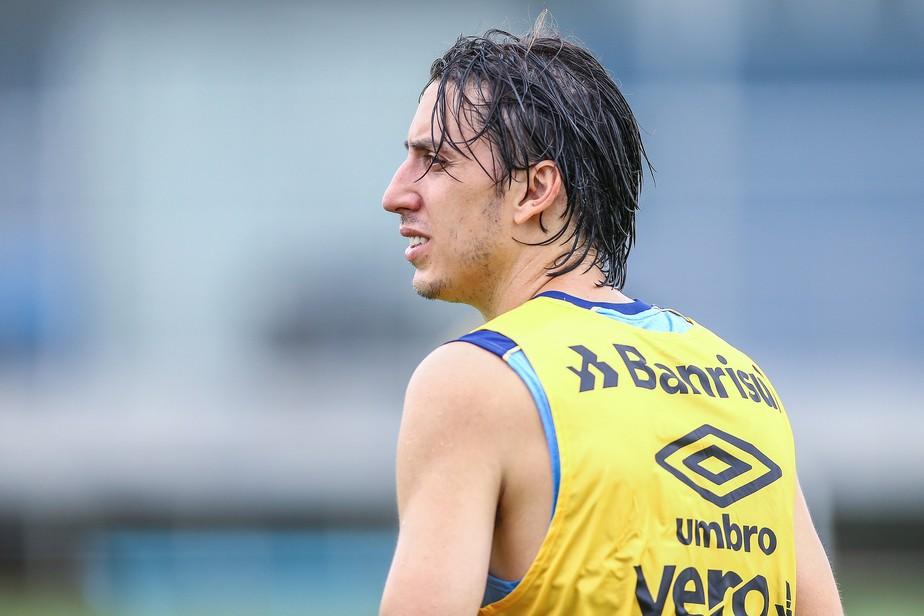 Renato vê dificuldade para contratar zagueiro por disputa com Geromel e Kannemann