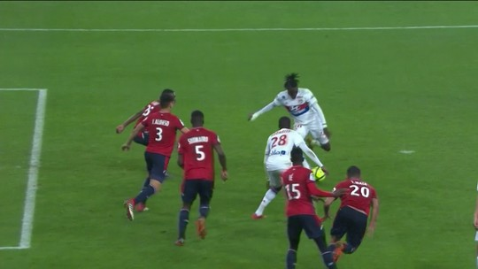 Luiz Araújo marca e dá assistência no empate do Lille com o Lyon
