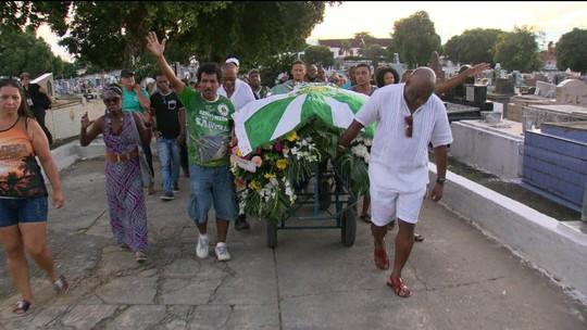 Fundadora da Império Serrano, Tia Maria é sepultada no Rio de Janeiro