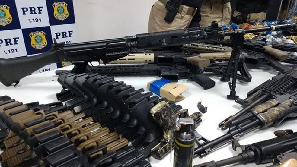 Um total de 33 pistolas foram apreendidas (Foto: Divulgação)