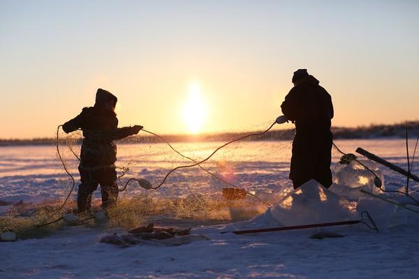 Na atração, os protagonistas mostram o seu estilo de vida em meio às belezas e perigos do gelado Alasca (Foto: Divulgação)