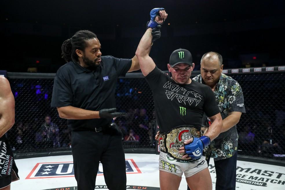 Michael Chandler ostentou o cinturão peso-leve do Bellator — Foto: Divulgação/Bellator