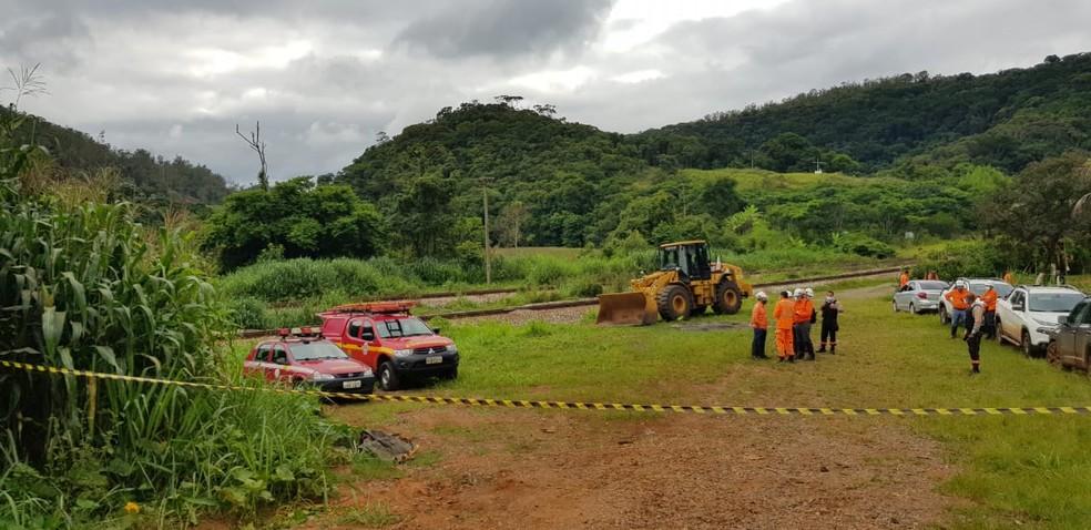 Bombeiros retomam buscas por quatro vítimas de acidente em João Monlevade. — Foto: Flávia Cristini / TV Globo