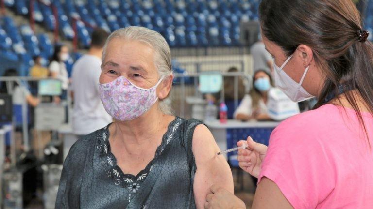 Confira quem pode ser vacinado contra Covid neste domingo (19), em Campo Grande