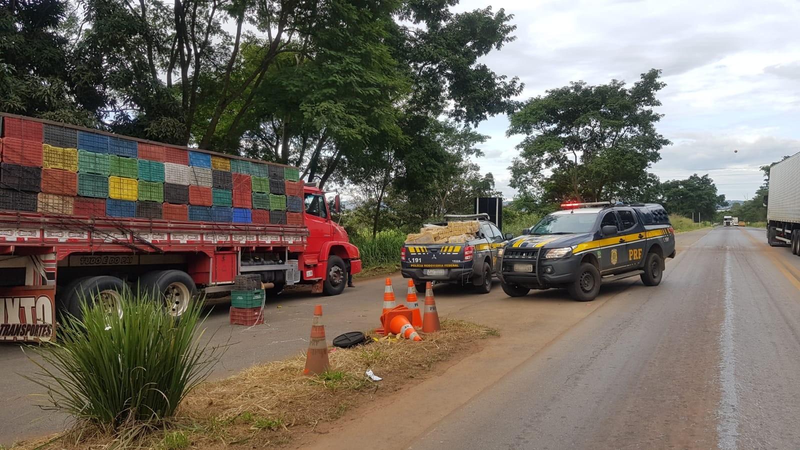 Dupla é detida com mais de 700 tabletes de maconha na BR-365 em Patos de Minas
