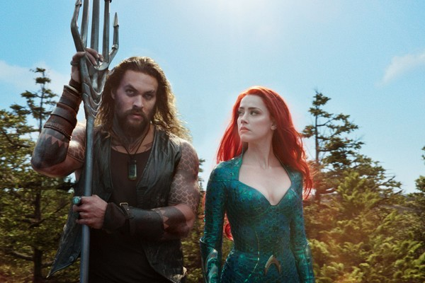Jason Momoa e Amber Heard em cena de Aquaman (2018) (Foto: Reprodução)